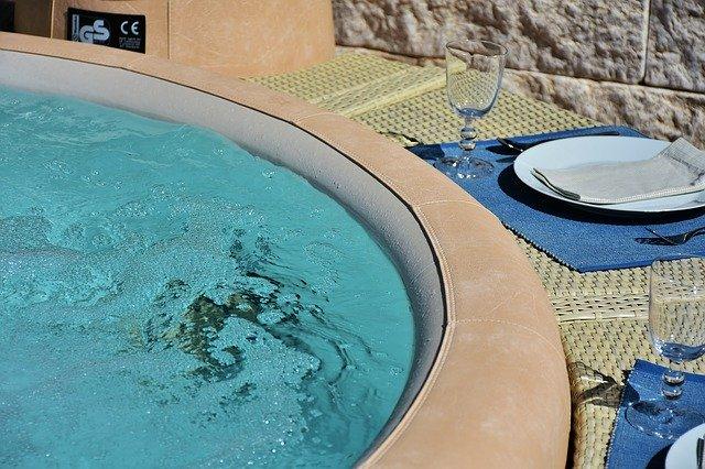 Spa Jacuzzi sur une belle terrasse